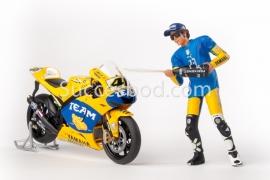 1;12<>SET - YAMAHA  YZRM1 + FIGURINE. MotoGP 2006.  ROSSI #46