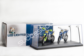 1;18<>LED LIGHTED DISPLAY CASE    size 355X156X160 mm