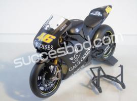 "1;12<>YAMAHA YZR-M1   MotoGP 2005 ""PRE SEASON TEST""   Rossi #46"