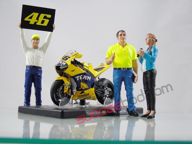 1;18<>SET - MotoGP 2006 + YAMAHA YZR-M1 + 3 Figurines.  set #149