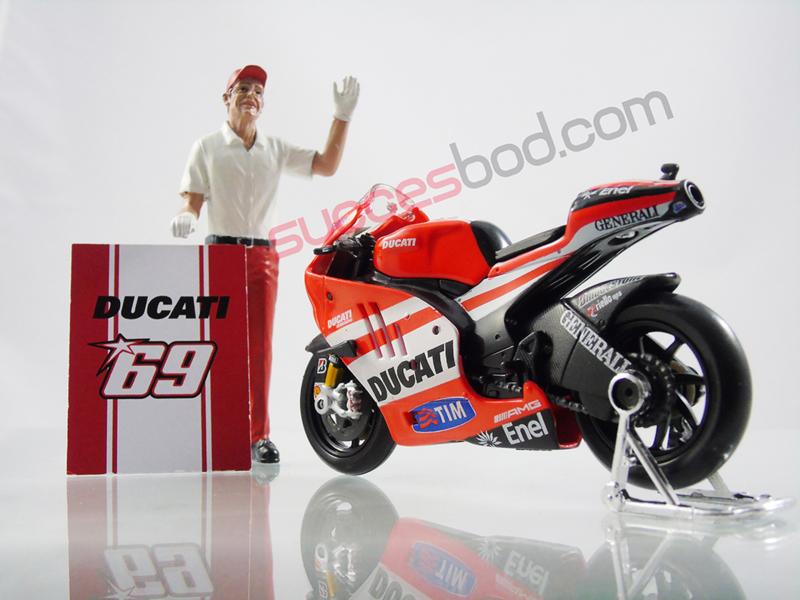 1;18<>SET - MotoGP 2011 - DUCATI GP11 #69 + CREW-MAN   set #147