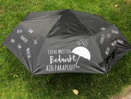 Aju Paraplu met alle kinderen uit de klas