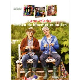Arne & Carlos breien de bloemetjes buiten