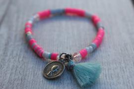 roze armband met kwastje