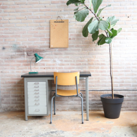 Vintage industrieel bureau