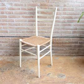 Vintage wit stoel gevlochten zitting