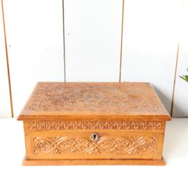Vintage houtsnijwerk sieradendoos