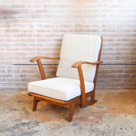 Vintage fauteuil gestoffeerd in wit beige