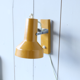 Vintage geel wandlampje