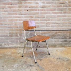 Vintage schoolstoeltje industrieel peuter