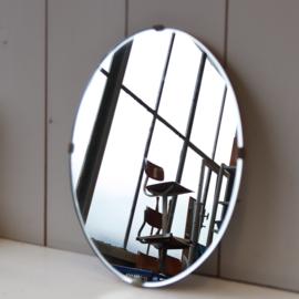 Vintage spiegel op hout ovaal