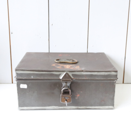 vintage geldkist met slot
