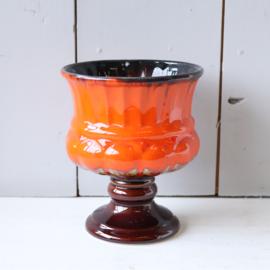 Vintage bloempot oranje op voet