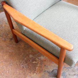 Vintage fauteuil gestoffeerd in groen