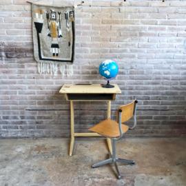 Vintage kinderbureau