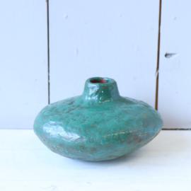 Vintage handgemaakt plat vaasje turquoise