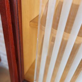 Vintage dressoir kast ribbel glas