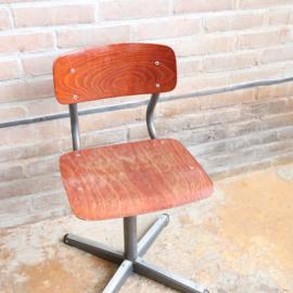 Vintage schoolstoeltje donker