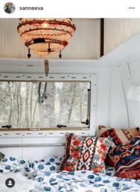 Leuke vintage caravan met lamp van meutt