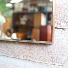 vintage spiegel op hout