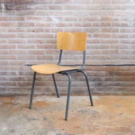 Vintage schoolstoel industrieel