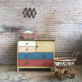 Vintage commode pastel