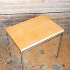 Vintage bijzettafeltje licht hout metaal
