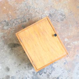 vintage wandkastje hout
