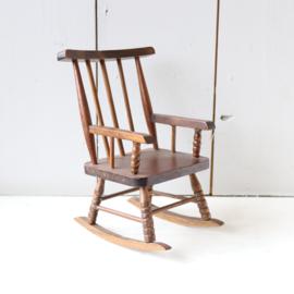 Vintage poppen schommelstoel