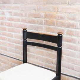 Vintage houten stoeltje zwart linnen