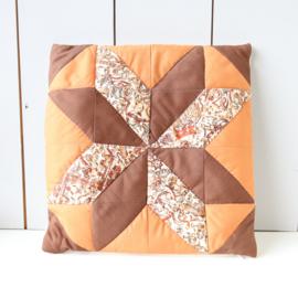 Vintage kussen oranje bruin patchwork