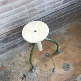 industrieele kruk groen wiel