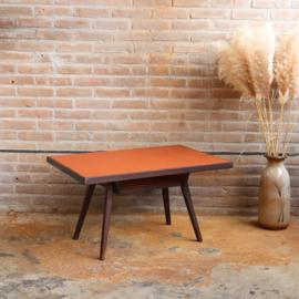 Vintage salon tafel tegels terra hout