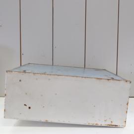 Vintage medicijn kastje metaal