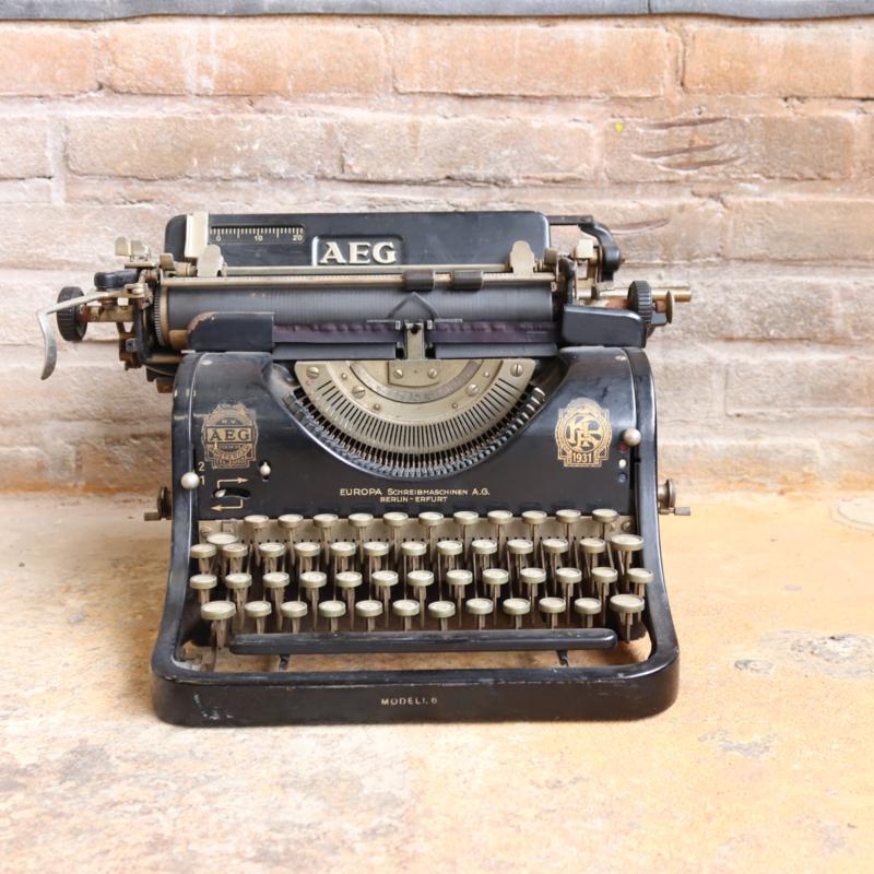 Vintage typemachine aeg zwart