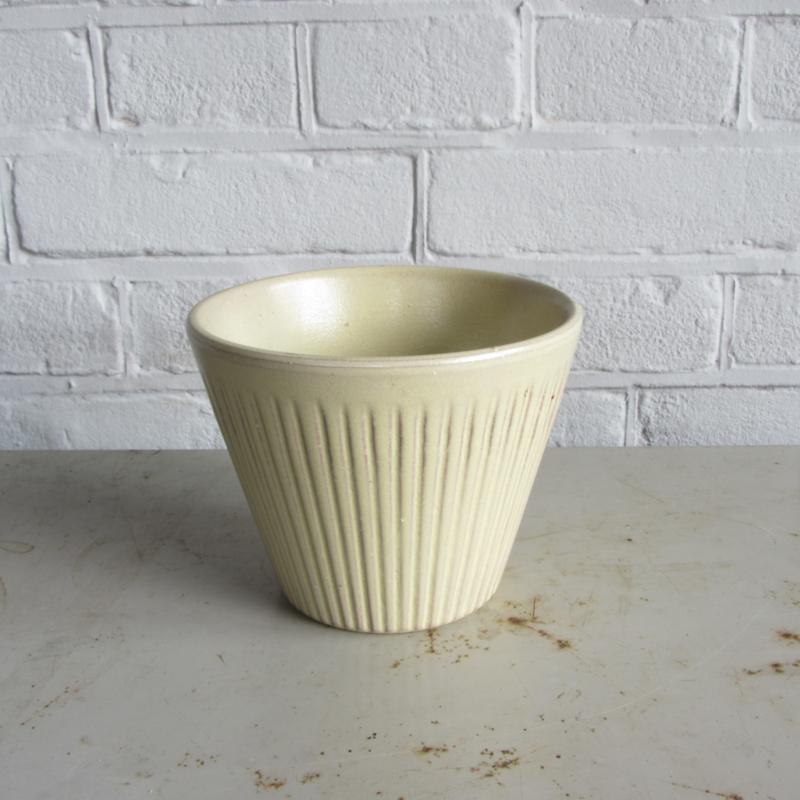 vintage pastel geel pot