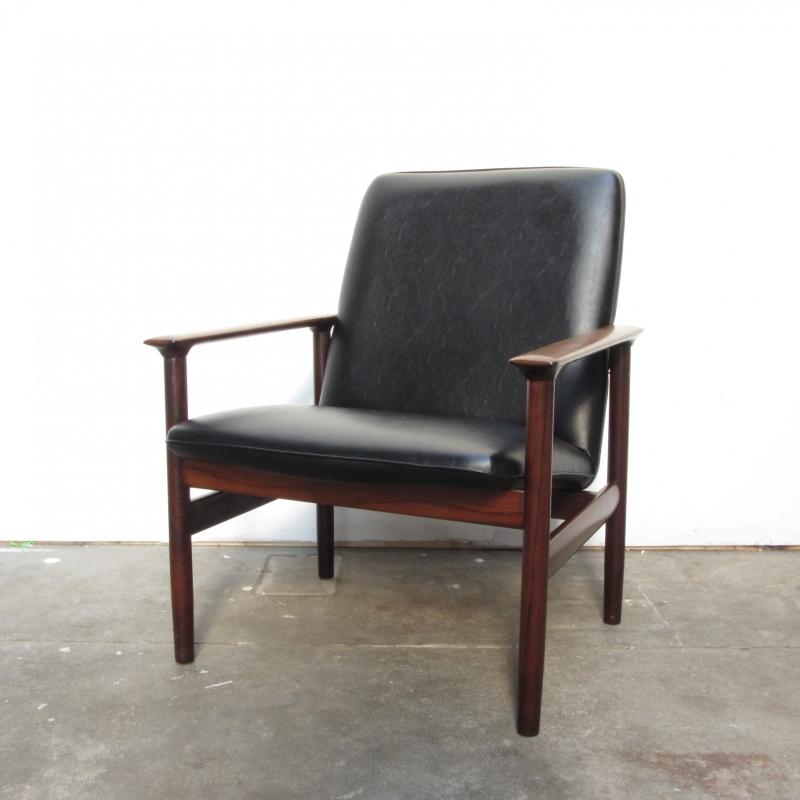 Zwarte Retro Fauteuil.Vintage Fauteuil Zwart Hout Verkocht Meutt Vintage