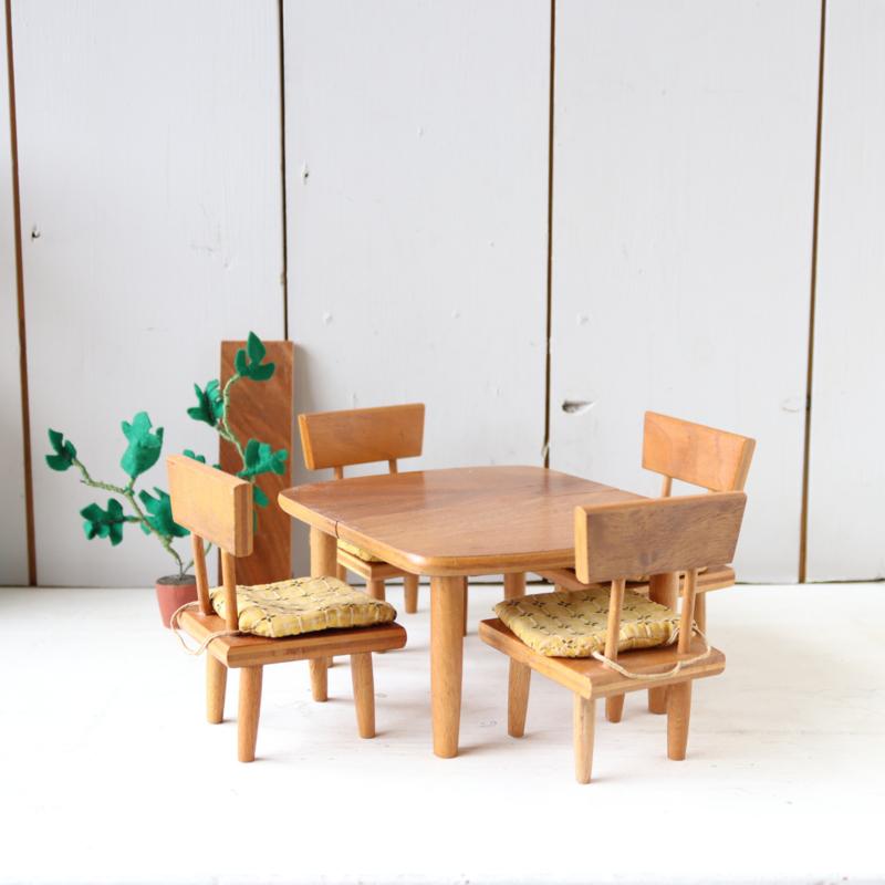 Vintage rotan poppenhuis meubels