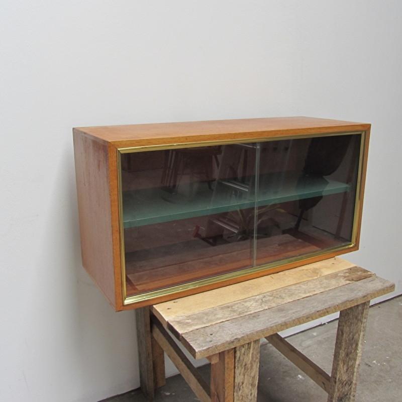 Klein Vitrine Hangkastje.Vintage Vitrine Kast Verkocht Meutt Vintage Interior