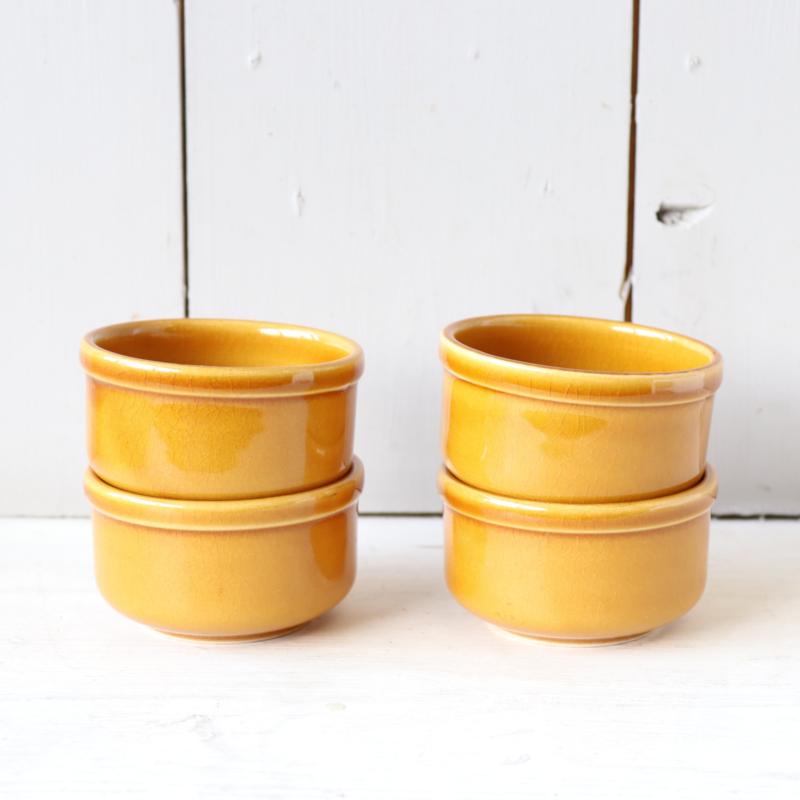 Vintage set kleine schaaltjes oker geel