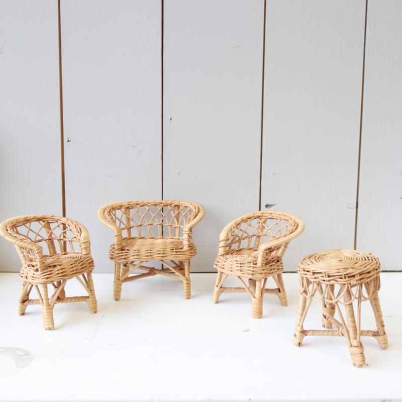 Vintage rotan poppenhuis stoel