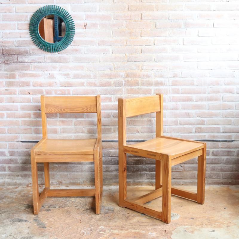 set van 2 hugo svensson stoelen pine wood
