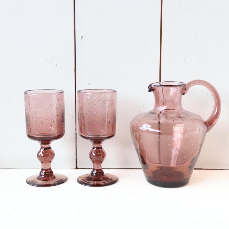 Vintage karaf met wijnglazen paars glas