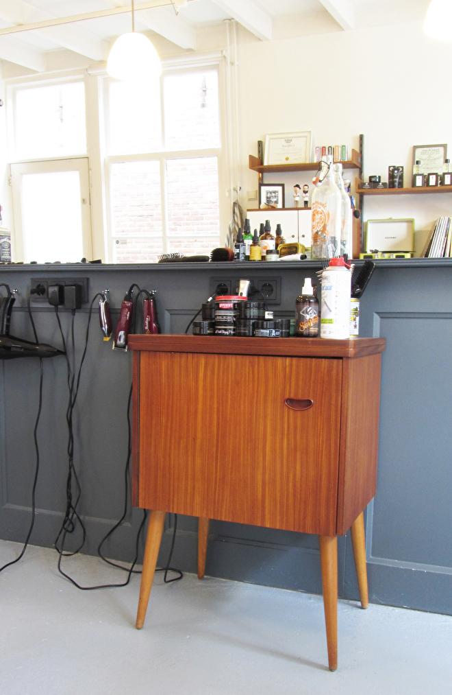 interieur styling barbershop jaren 60