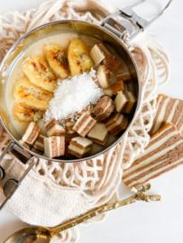 Smoothie bowl met gebakken banaan en spekkoek