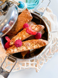 Italiaanse cantuccini's met rood fruit