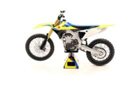 Suzuki RMZ450 2018 Replica 1:12