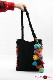Handgeborduurde tas zwart