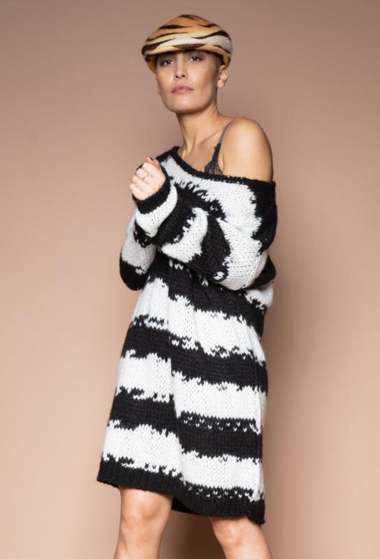Iconic27 - Unplugged Knit Dress - Black/White