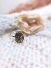 Ring gevuld met as van overleden dierbare